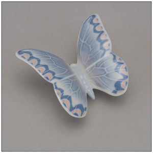 2004 NAO Lladro Daisa Porcelain Butterfly Lavender
